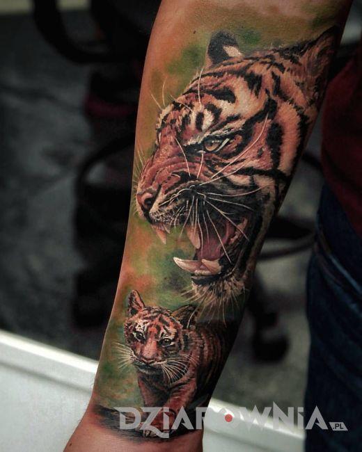 tatuaż z dzikim kotem