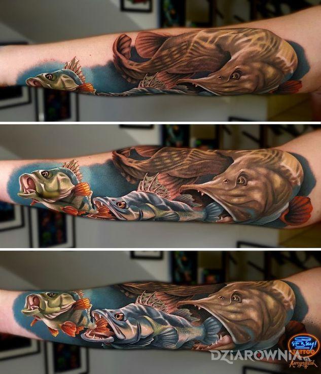 Tatuaż pasja w motywie zwierzęta i stylu realistyczne na przedramieniu
