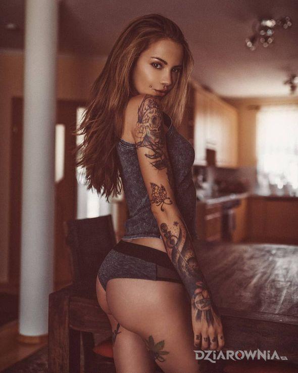 Tatuaż najlepsza blondynka w motywie seksowne i stylu graficzne / ilustracyjne na przedramieniu
