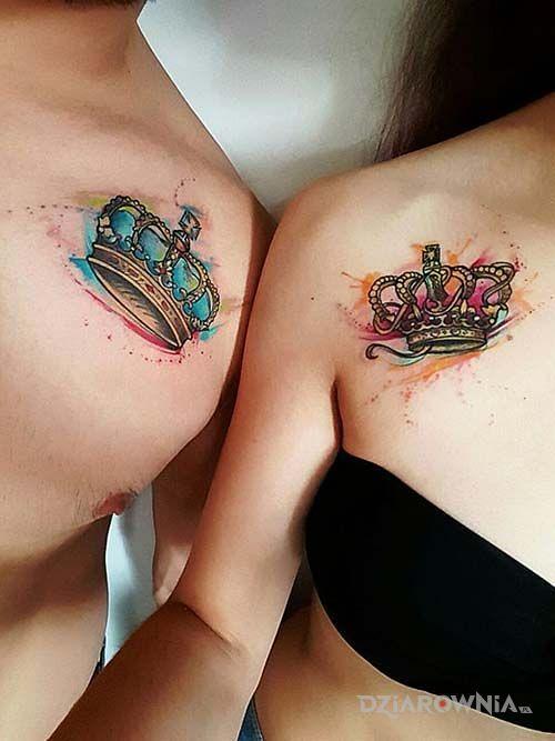 Tatuaż koronki w motywie kolorowe i stylu watercolor na klatce