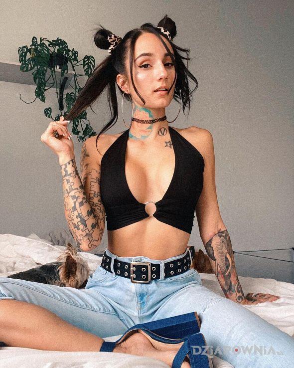 Tatuaż lolitka - czarno-szare