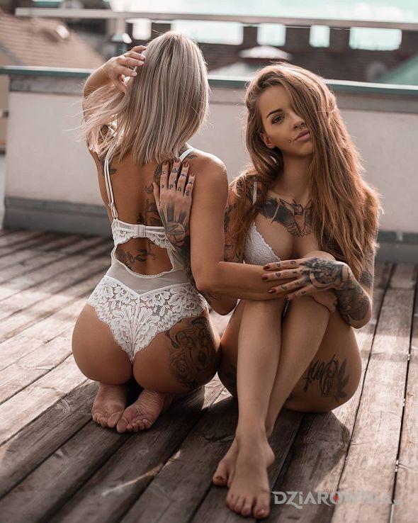 Tatuaż z przodu i od tylu - seksowne