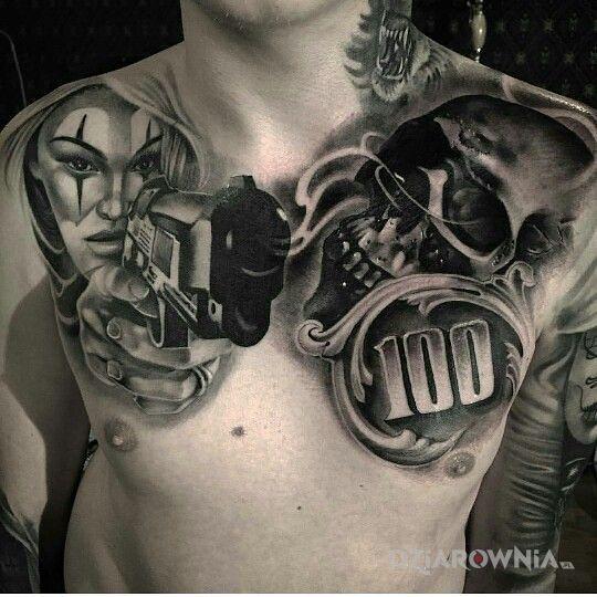 Tatuaż dym ze spluwy w motywie czarno-szare i stylu realistyczne na obojczyku