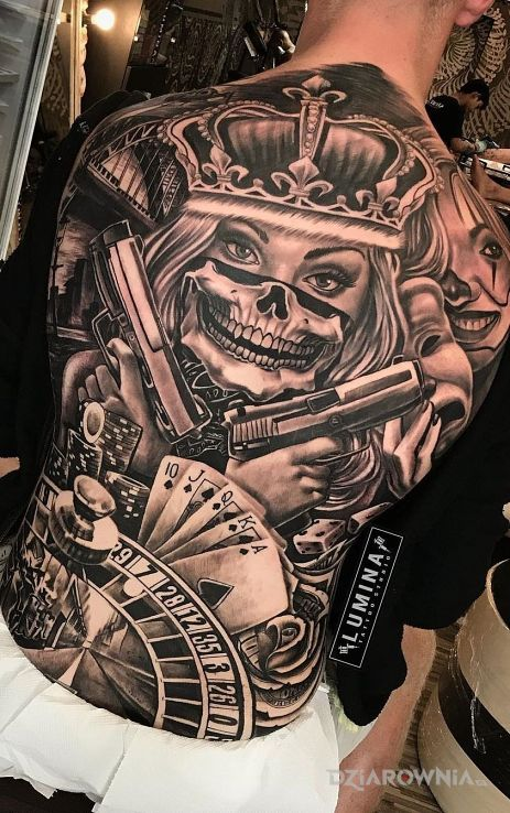 Tatuaż królowa gangu w motywie czarno-szare i stylu chicano na łopatkach