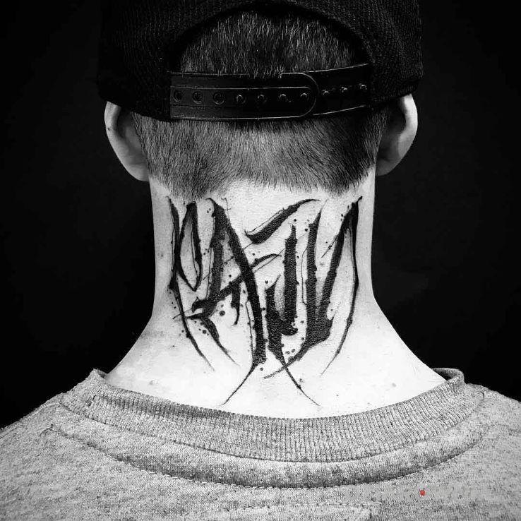 Tatuaż pain - criminal lettering