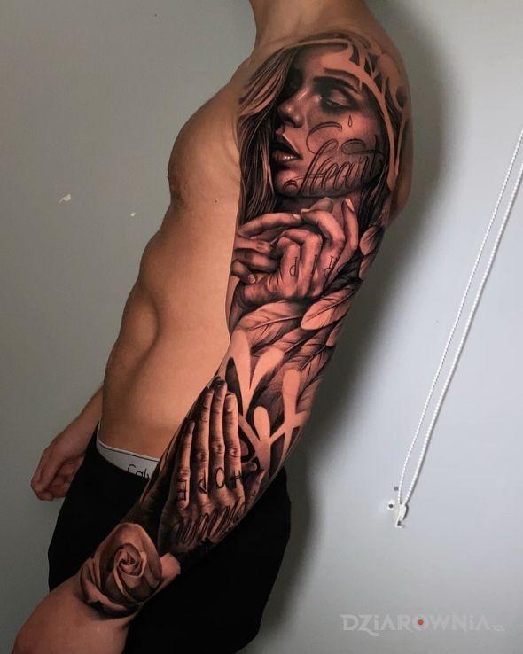 Tatuaż portret z dłońmi w motywie 3D i stylu realistyczne na ramieniu