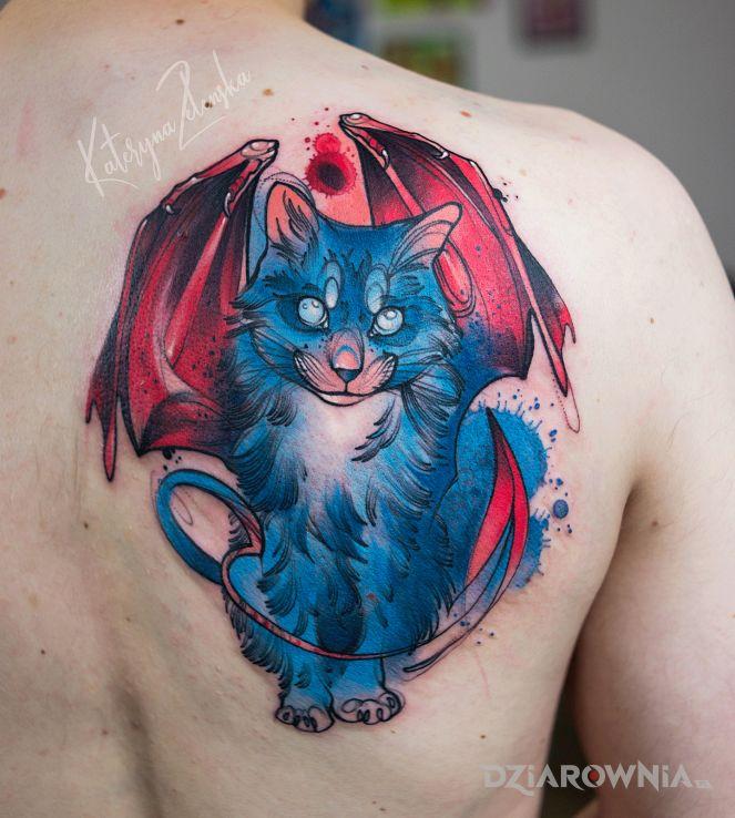 Tatuaż kot ze skrzydłami - kolorowe