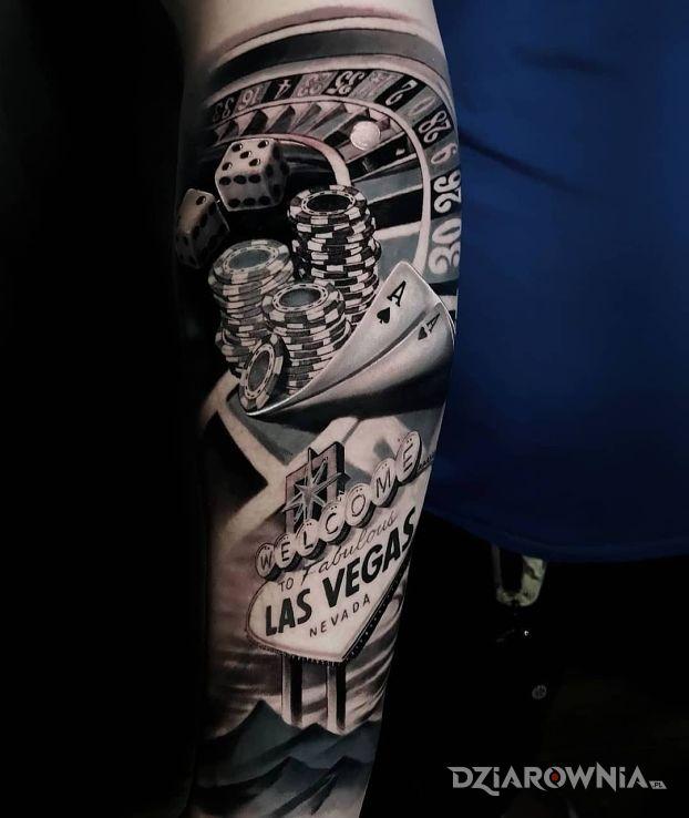 Tatuaż las vegas w motywie kolorowe i stylu realistyczne na przedramieniu