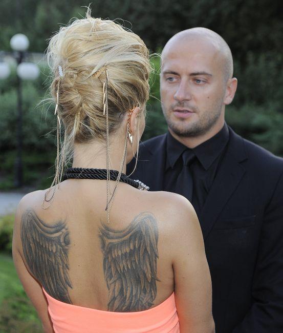 tatuaż skrzydeł u dody