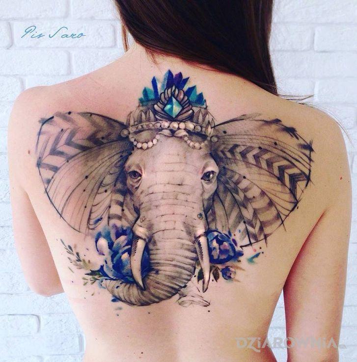 Tatuaż slon w motywie zwierzęta na plecach