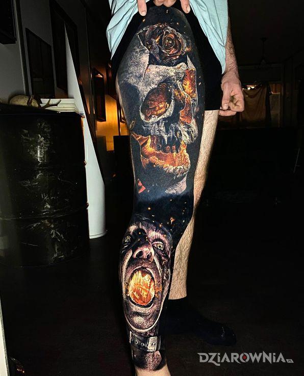 Tatuaż ogień jak widać w motywie 3D i stylu realistyczne na łydce