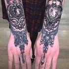 Bogato zdobione dłonie