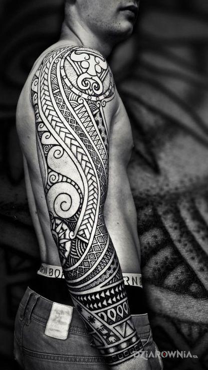 Tatuaż polinezja po raz kolejny w motywie rękawy i stylu polinezyjskie na przedramieniu