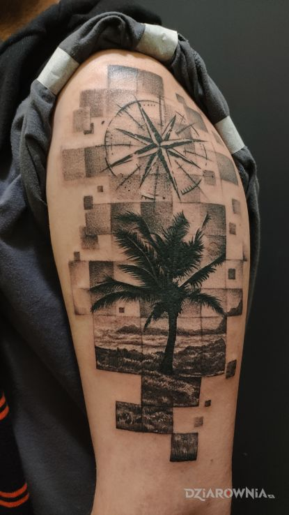 Tatuaż palma róża wiatrów w motywie pikselowane i stylu realistyczne na ramieniu