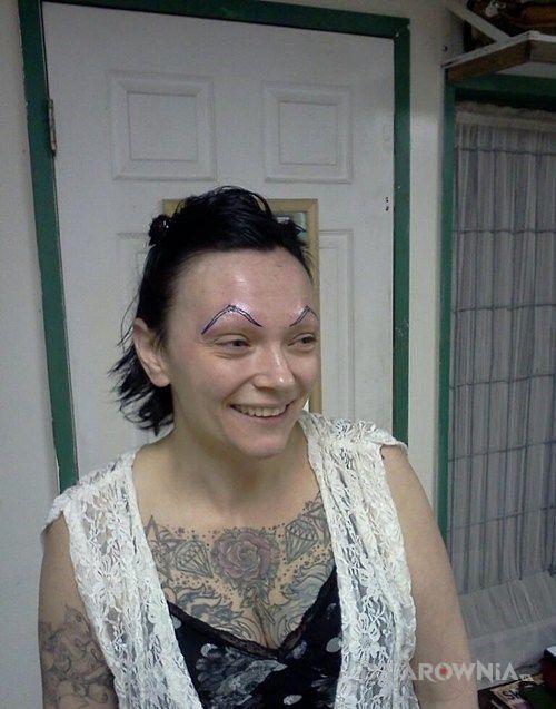 Tatuaż wytatuowane brwi w motywie pozostałe na twarzy