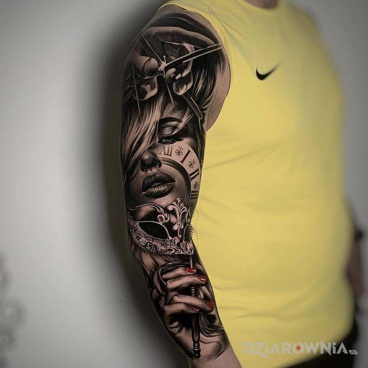 Tatuaż twarz między dłoniami w motywie 3D i stylu realistyczne na przedramieniu