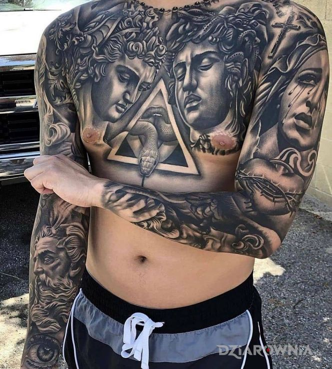 Tatuaż kozak dziary w motywie rękawy i stylu realistyczne na obojczyku