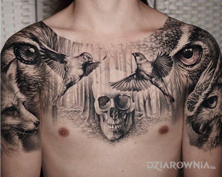 Tatuaż zwierzęca ferajna w motywie czarno-szare i stylu realistyczne na obojczyku