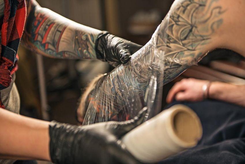 folia i tatuaż