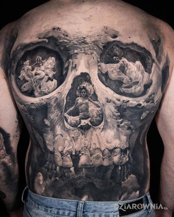 Tatuaż trzy dziewczyny w czaszce w motywie postacie i stylu realistyczne na plecach