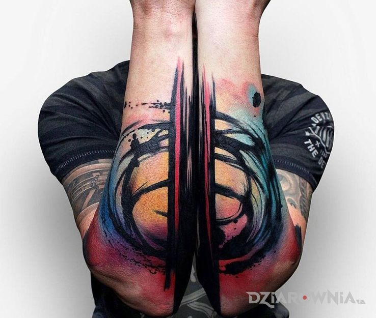 Tatuaż abstrakcja w motywie pozostałe na przedramieniu
