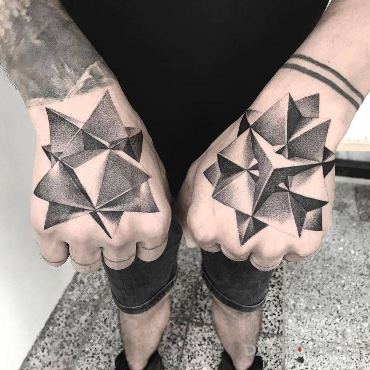 Tatuaż figury geometryczne w motywie czarno-szare i stylu geometryczne na dłoni