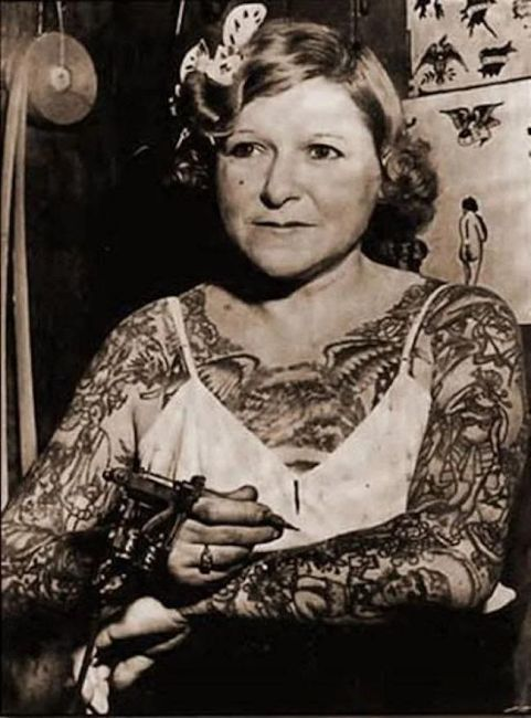 Millie Hull dziewczyna w tatuażach