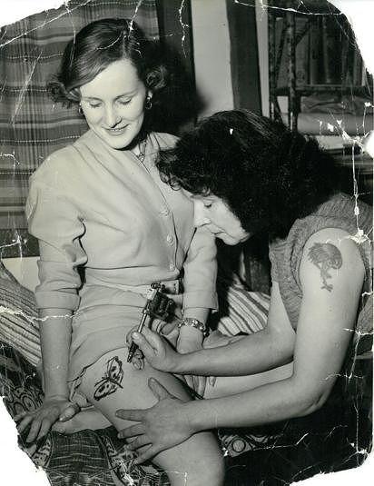 Jessie Knight z tatuażami