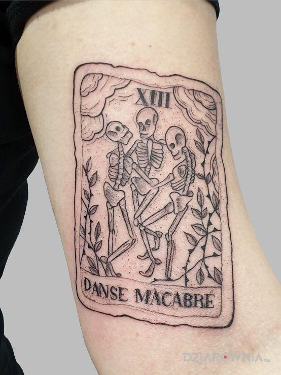 Tatuaż tarot w motywie demony i stylu rycinowe / grawiurowe na ręce