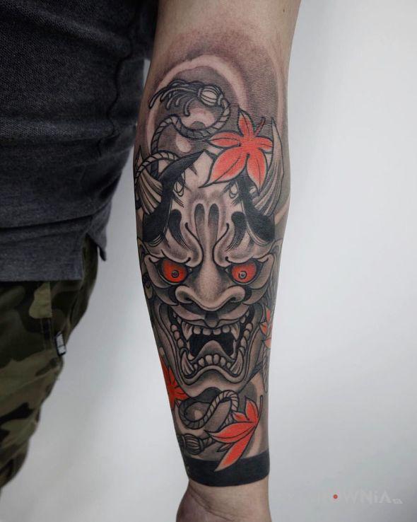 Tatuaż hannya w motywie demony i stylu japońskie / irezumi na przedramieniu
