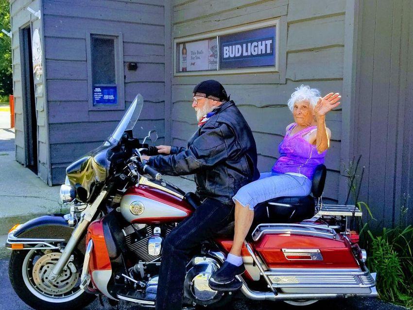 Dorothy Pollack na motorze