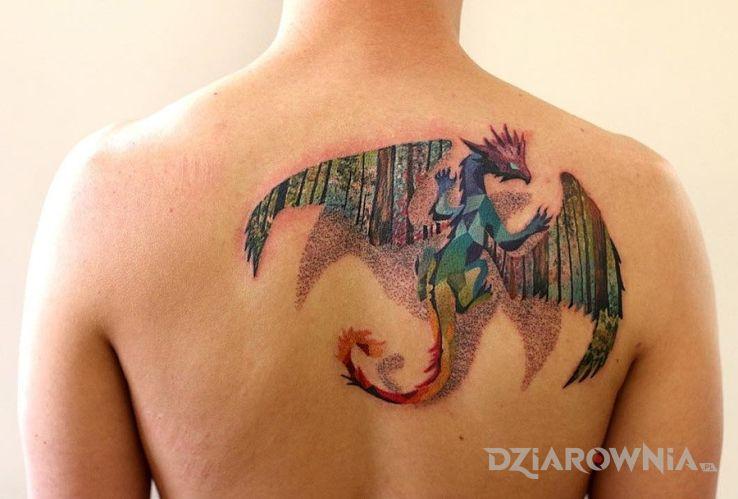 Tatuaż kolorowy smoczek w motywie smoki na plecach