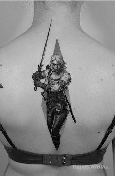 Tatuaż ciri w motywie czarno-szare i stylu realistyczne na plecach