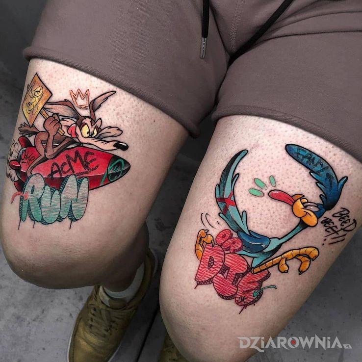 Tatuaż struś pędziwiatr w motywie postacie i stylu kreskówkowe / komiksowe na nodze