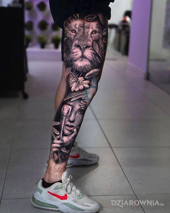 Tatuaż lwisko w motywie zwierzęta i stylu realistyczne na nodze