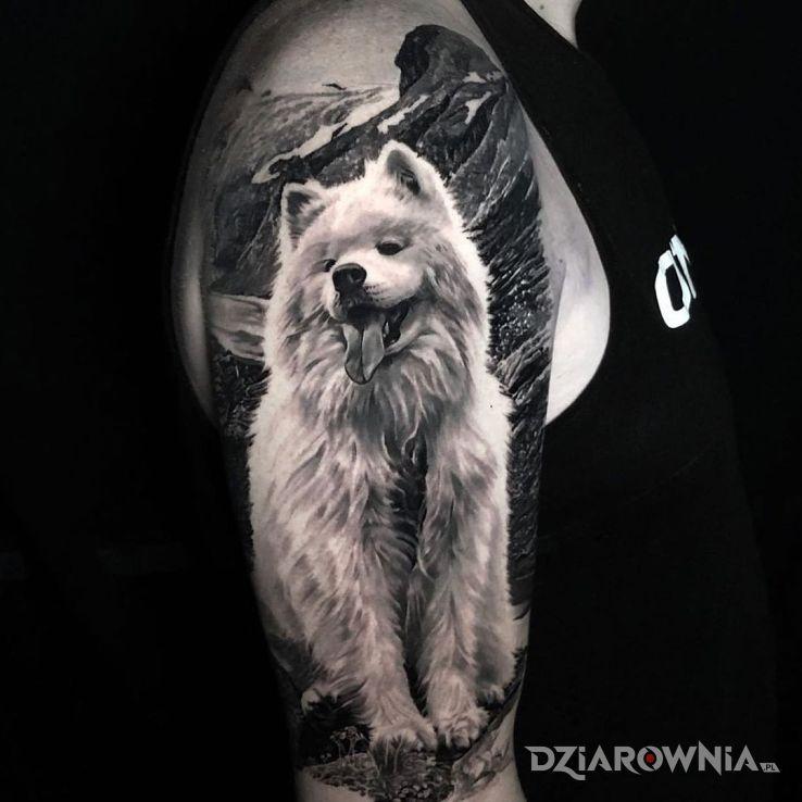 Tatuaż pieseł w motywie czarno-szare i stylu realistyczne na ręce
