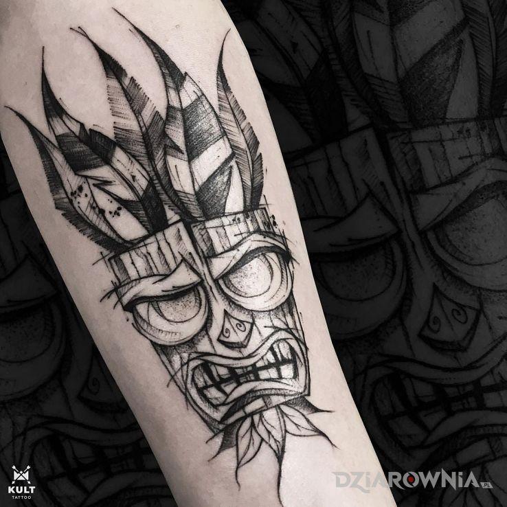 Tatuaż maska aku aku w motywie demony i stylu organika na ręce