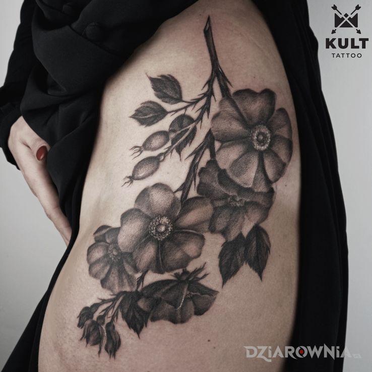 Tatuaż kwiaty w motywie miłosne i stylu graficzne / ilustracyjne na pośladkach