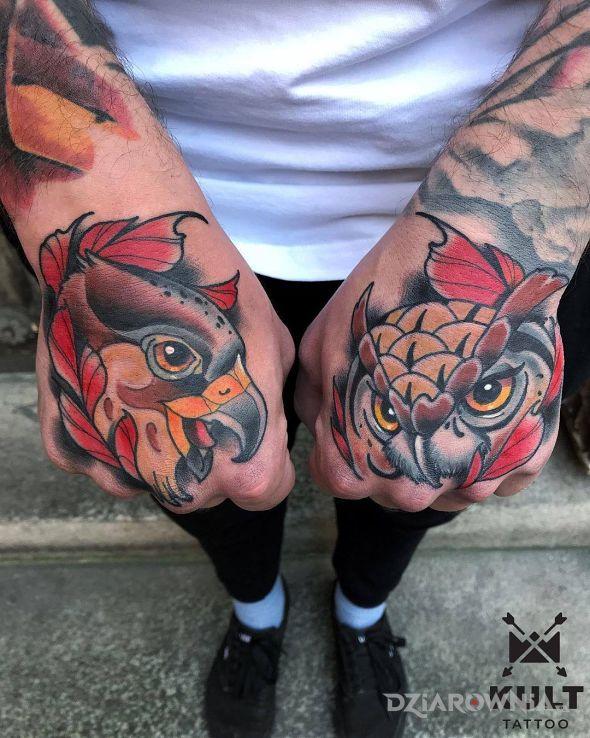 Tatuaż ptaki w motywie zwierzęta i stylu kreskówkowe / komiksowe na ramieniu