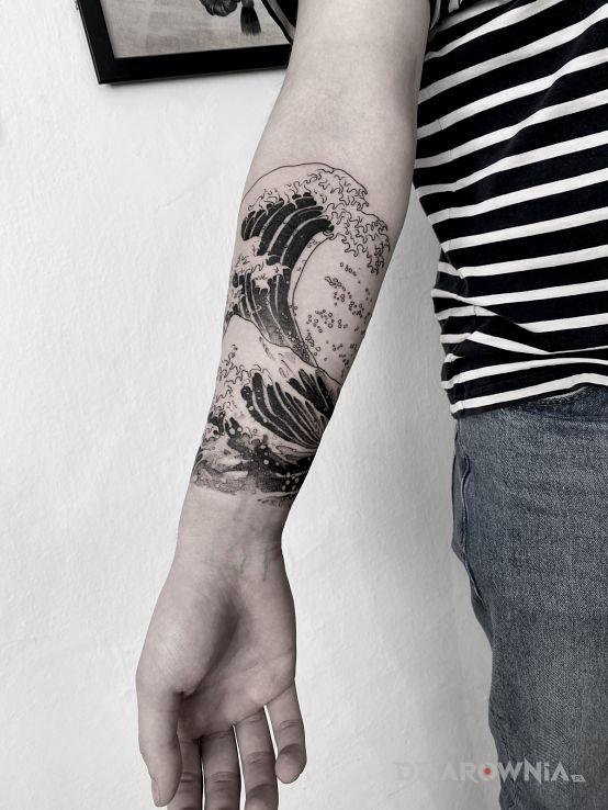 Tatuaż fale  morze  ocean w motywie pozostałe i stylu kontury / linework na przedramieniu