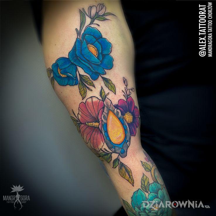 Tatuaż kolorowe kwiaty w motywie florystyczne i stylu dotwork na ręce