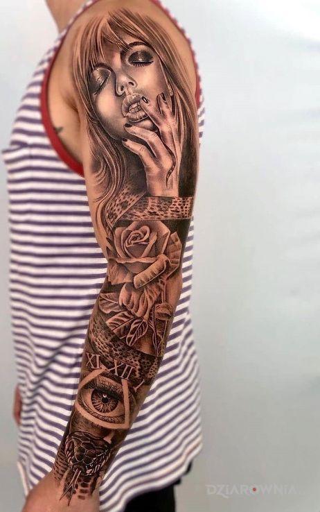 Tatuaż róża w epicentrum w motywie rękawy i stylu realistyczne na ręce