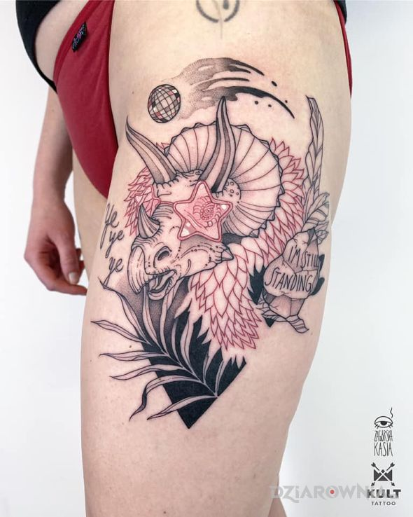 Tatuaż rocketman w motywie kolorowe i stylu graficzne / ilustracyjne na nodze