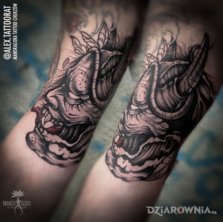 Tatuaż oni mask w motywie czarno-szare i stylu graficzne / ilustracyjne na bicepsie