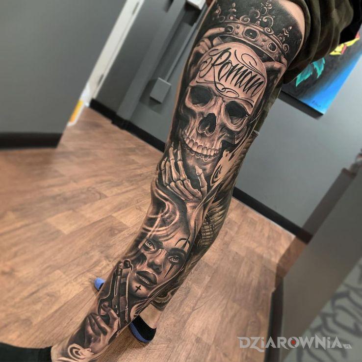 Tatuaż czacha romana w motywie czarno-szare i stylu chicano na łydce