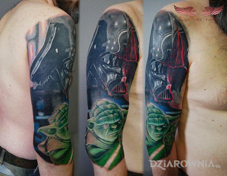 Tatuaż kinowy coverek w motywie postacie i stylu surrealistyczne na ramieniu