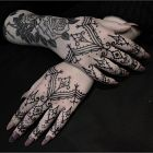 Przyozdobione palce i dłonie