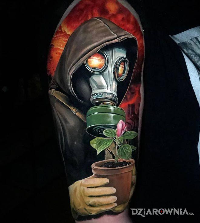 Tatuaż odbudowa zniszczonego świata w motywie postacie i stylu realistyczne na ramieniu