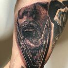 Tatuaż za długi język na żebrach, motyw: pozostałe, styl: realistyczne