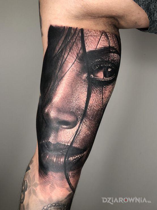 Tatuaż mokra włoszka w motywie mroczne i stylu realistyczne na ręce